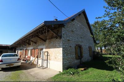 Secteur Chaussin, vends ancienne ferme de 7 pièces, 180m² , dépendances sur 2 hecatres de terrain., coté droit