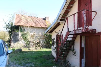 Secteur Chaussin, vends ancienne ferme de 7 pièces, 180m² , dépendances sur 2 hecatres de terrain., idem