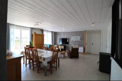 Chaumergy, à vendre agréable maison récente de 5 pièces, 95m² habitables, garage, 1400m² de terrain., salon/séjour 33m²