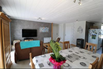 Chaumergy, à vendre agréable maison récente de 5 pièces, 95m² habitables, garage, 1400m² de terrain., séjour