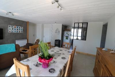 Chaumergy, à vendre agréable maison récente de 5 pièces, 95m² habitables, garage, 1400m² de terrain., idem avec vue sur cuisine