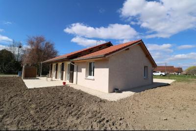 Chaumergy, à vendre agréable maison récente de 5 pièces, 95m² habitables, garage, 1400m² de terrain., idem