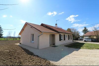 Chaumergy, à vendre agréable maison récente de 5 pièces, 95m² habitables, garage, 1400m² de terrain., vue avant coté gauche