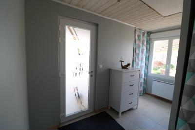 Chaumergy, à vendre agréable maison récente de 5 pièces, 95m² habitables, garage, 1400m² de terrain., Entrée
