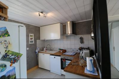 Chaumergy, à vendre agréable maison récente de 5 pièces, 95m² habitables, garage, 1400m² de terrain., cuisine équipée ouverte