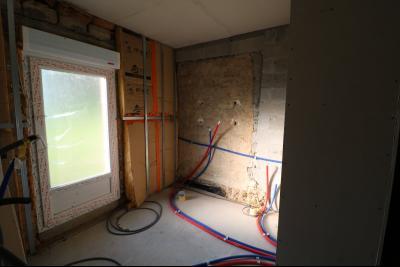 Proche Chaumergy, vends maison et ferme 75 et 150m² en cours de restauration sur 2750 m² de terrain., salle de bain et wc