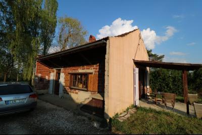 Proche Chaumergy, vends maison et ferme 75 et 150m² en cours de restauration sur 2750 m² de terrain., face