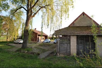 Proche Chaumergy, vends maison et ferme 75 et 150m² en cours de restauration sur 2750 m² de terrain., coté droit
