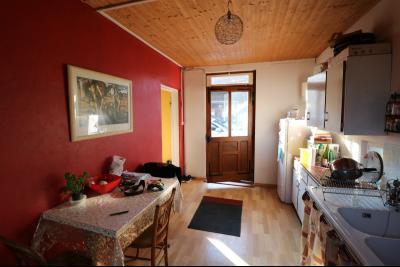 Proche Chaumergy, vends maison et ferme 75 et 150m² en cours de restauration sur 2750 m² de terrain., annexe et ferme