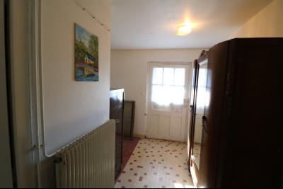 Secteur Chaussin, à vendre maison de plain-pied, 4 pièces, 90m², garage sur 700m² de terrain., couloir central