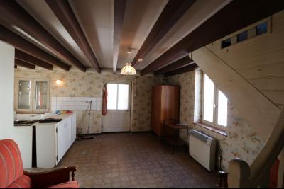 Chaussin centre, vends agréable maison de 6 pièces , dépendances, 90m² sur 500m² de terrain clos., séjour