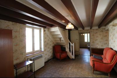 Chaussin centre, vends agréable maison de 6 pièces , dépendances, 90m² sur 500m² de terrain clos., idem