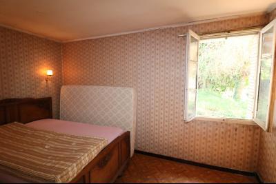 Chaussin centre, vends agréable maison de 6 pièces , dépendances, 90m² sur 500m² de terrain clos., chambre RdC