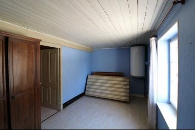 Chaussin centre, vends agréable maison de 6 pièces , dépendances, 90m² sur 500m² de terrain clos., chambre 1 étage