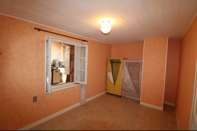 Chaussin centre, vends agréable maison de 6 pièces , dépendances, 90m² sur 500m² de terrain clos., chambre 2 étage