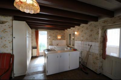 Chaussin centre, vends agréable maison de 6 pièces , dépendances, 90m² sur 500m² de terrain clos., cuisine ouverte sur séjour