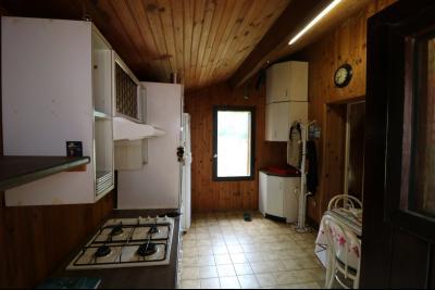 15 mn de Dole vends grande maison familiale de 220 et 150m² habitable dur 5600m² de terrain clos., chalet bois 40m²