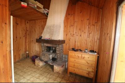 15 mn de Dole vends grande maison familiale de 220 et 150m² habitable dur 5600m² de terrain clos., cuisine équipée chalet