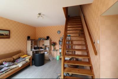 15 mn de Dole vends grande maison familiale de 220 et 150m² habitable dur 5600m² de terrain clos., chambre avec xc et douche