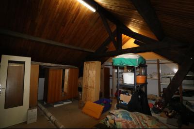 15 mn de Dole vends grande maison familiale de 220 et 150m² habitable dur 5600m² de terrain clos., coin bureau
