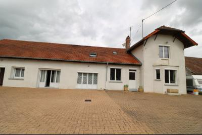 15 mn de Dole vends grande maison familiale de 220 et 150m² habitable dur 5600m² de terrain clos., vue de droite
