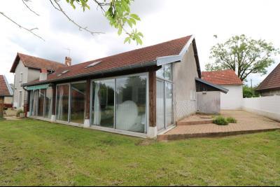 15 mn de Dole vends grande maison familiale de 220 et 150m² habitable dur 5600m² de terrain clos., garage/dépendances 100m²