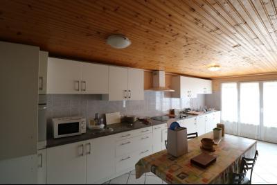 15 mn de Dole vends grande maison familiale de 220 et 150m² habitable dur 5600m² de terrain clos., cuisine équipée ouverte N°1