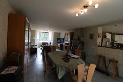 15 mn de Dole vends grande maison familiale de 220 et 150m² habitable dur 5600m² de terrain clos., cuisine équipée N°2