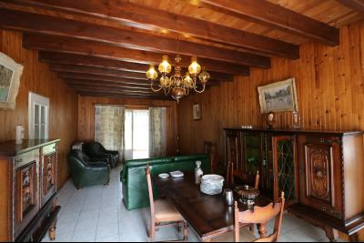 15 mn de Dole vends grande maison familiale de 220 et 150m² habitable dur 5600m² de terrain clos., salon/séjour 50m²