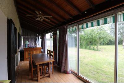 15 mn de Dole vends grande maison familiale de 220 et 150m² habitable dur 5600m² de terrain clos., salon/séjour 32m²
