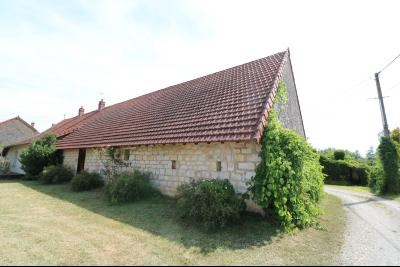 Chaumergy, vends maison de plain pied, 4 pièces, grandes dépendances 180m² sur 3469m² de terrain., vue arrière