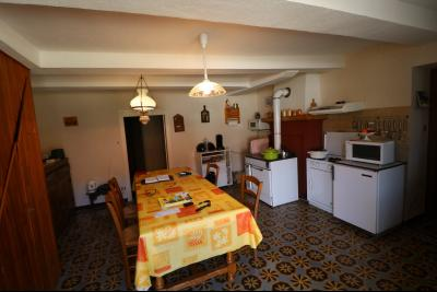 Chaumergy, vends maison de plain pied, 4 pièces, grandes dépendances 180m² sur 3469m² de terrain., cuisine traditionnelle