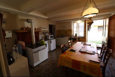 Chaumergy, vends maison de plain pied, 4 pièces, grandes dépendances 180m² sur 3469m² de terrain., idem