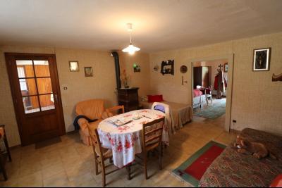 Chaumergy, vends maison de plain pied, 4 pièces, grandes dépendances 180m² sur 3469m² de terrain., séjour