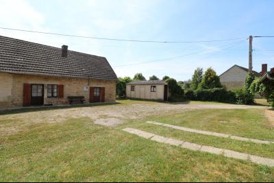 Chaumergy, vends maison de plain pied, 4 pièces, grandes dépendances 180m² sur 3469m² de terrain., vue de gauche