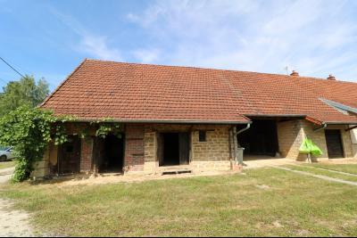 Chaumergy, vends maison de plain pied, 4 pièces, grandes dépendances 180m² sur 3469m² de terrain., dépendances de face