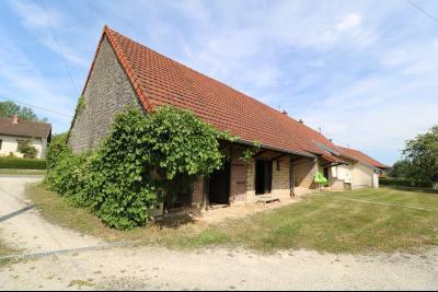 Chaumergy, vends maison de plain pied, 4 pièces, grandes dépendances 180m² sur 3469m² de terrain., vue gauche