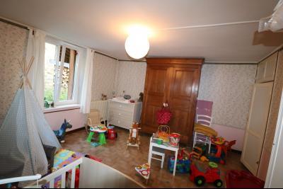 Poligny proche, vends ancienne ferme de 4 pièces, dépendances, boxes sur 6000m² de terrain., chambre enfant