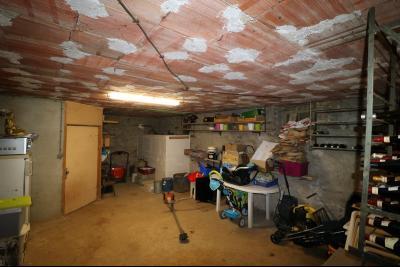 Poligny proche, vends ancienne ferme de 4 pièces, dépendances, boxes sur 6000m² de terrain., coin cave