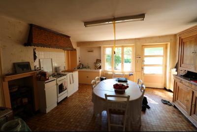 Poligny proche, vends ancienne ferme de 4 pièces, dépendances, boxes sur 6000m² de terrain., cuisine traditionnelle