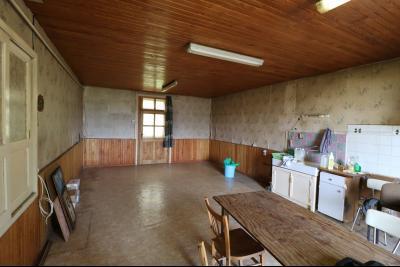 Secteur Pierre de Bresse vends corps de ferme avec dépendances sur 5500m² de terrain., cuisine/salle à manger