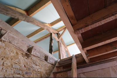 Secteur Chaumergy vends ancienne ferme à réaménager de 7 pièces, 200m² sur 5000m² de terrain., vue toiture depuis RdC