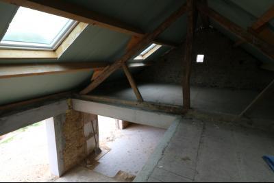 Secteur Chaumergy vends ancienne ferme à réaménager de 7 pièces, 200m² sur 5000m² de terrain., étage avec future mézzanine