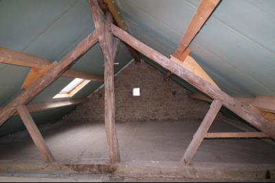 Secteur Chaumergy vends ancienne ferme à réaménager de 7 pièces, 200m² sur 5000m² de terrain., pièces du haut