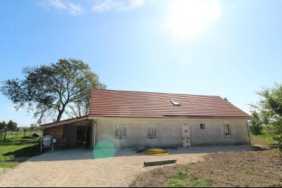 Secteur Chaumergy vends ancienne ferme à réaménager de 7 pièces, 200m² sur 5000m² de terrain.,