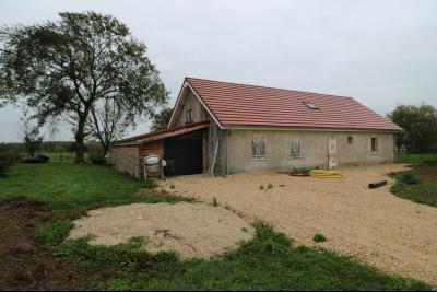 Secteur Chaumergy vends ancienne ferme à réaménager de 7 pièces, 200m² sur 5000m² de terrain., vue de face