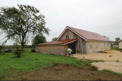 Secteur Chaumergy vends ancienne ferme à réaménager de 7 pièces, 200m² sur 5000m² de terrain., coté avec garage