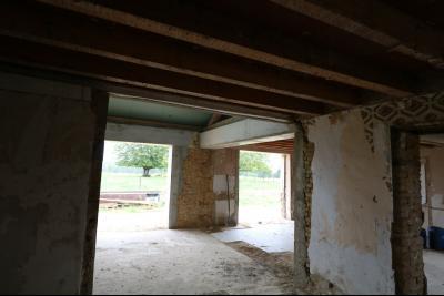 Secteur Chaumergy vends ancienne ferme à réaménager de 7 pièces, 200m² sur 5000m² de terrain., rez de chaussée