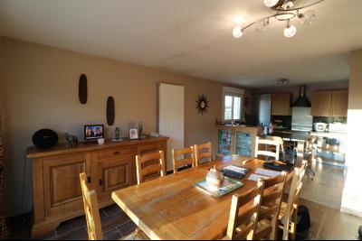 Secteur Chaussin, à vendre agréable maison récente (2008) de 7 pièces, 140m² sur 2000m² de terrain., séjour