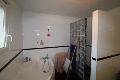 Secteur Chaussin, à vendre agréable maison récente (2008) de 7 pièces, 140m² sur 2000m² de terrain., Bain et douche